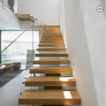 Installer un escalier suspendu dans salon